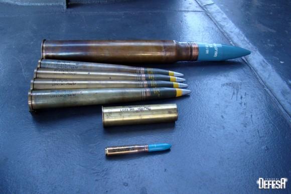 Parnaíba - munições 76mm - 40mm - 47mm salva - 20mm - foto Nunão - Poder Naval - Forças de Defesa