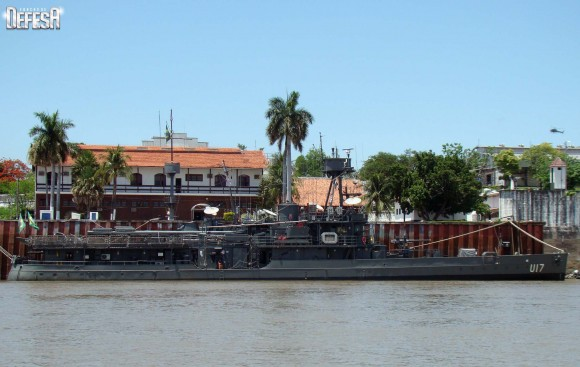 Parnaíba - perfil a boreste na Base Fluvial de Ladário - foto Nunão - Poder Naval - Forças de Defesa