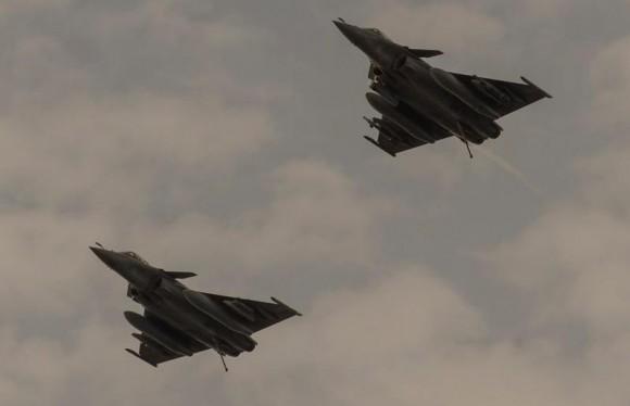 Dois Rafale M voltam de missão de 25fev2015 contra o EI - foto 2 MD França