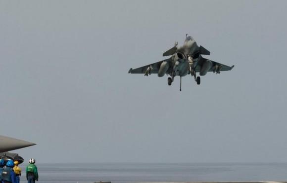 Rafale M pronto para enganchar em missão de 25fev2015 contra o EI - foto 2 MD França