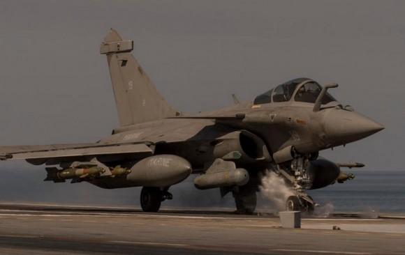 Rafale M pronto para lançar em missão de 25fev2015 contra o EI - foto 2 MD França