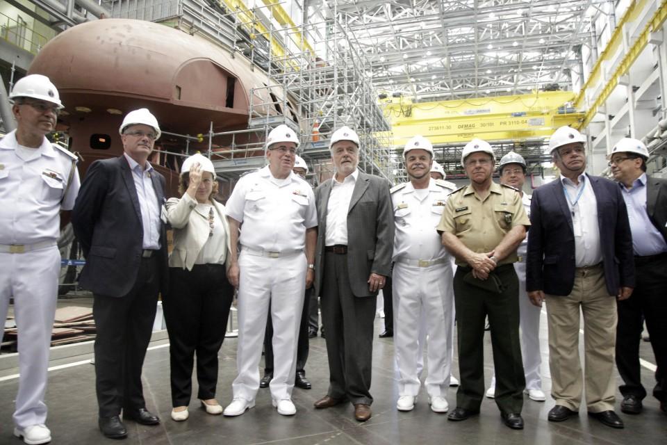 Visita do ministro da Defesa Jaques Wagner ao Estaleiro e Base Naval de Itaguaí - RJ - 1