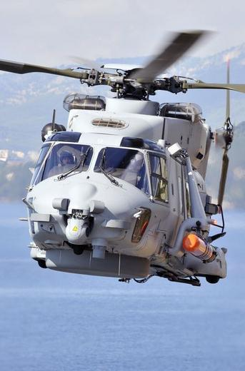 NH 90 Caiman Marine com torpedo MU90 - foto 2 Marinha Francesa