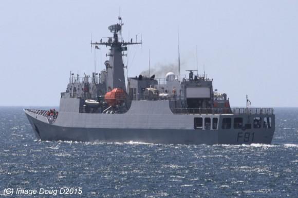 OPV nigeriano Centenary navegando em testes de mar