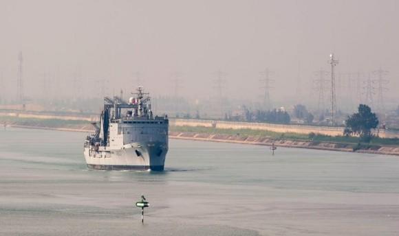 Arromanches - navio tanque Meuse em Suez - foto Min Def França