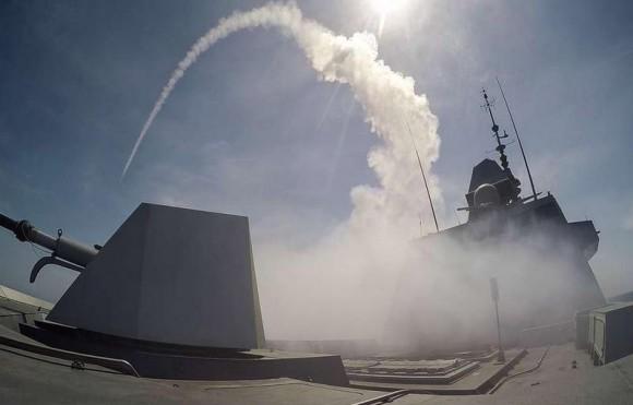 FREMM Aquitaine dispara Míssil de Cruzeiro Naval - foto Marinha Francesa