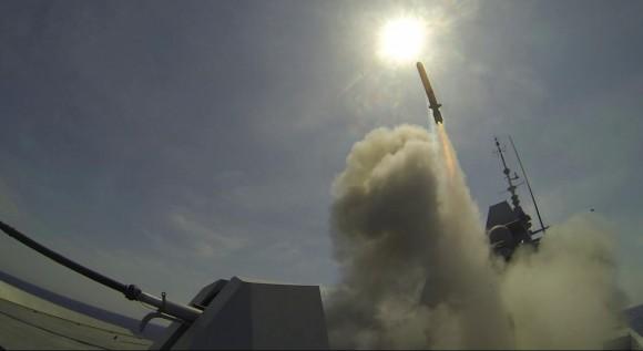 FREMM Aquitaine dispara Míssil de Cruzeiro Naval - foto via MBDA