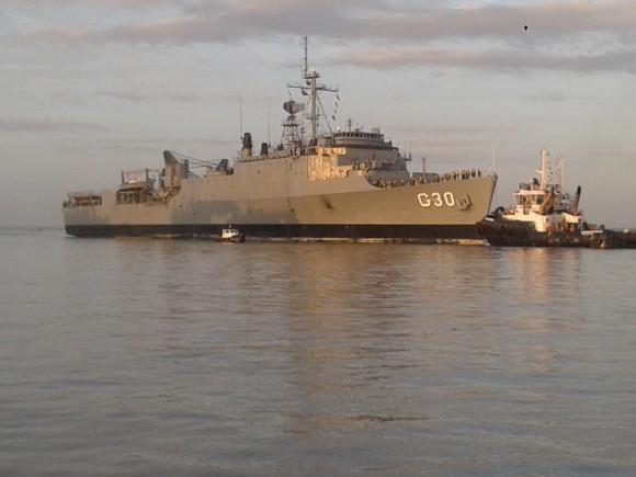 NDD Ceará atracando na Base Naval de Val de Cães, em Belém do Pará - 1