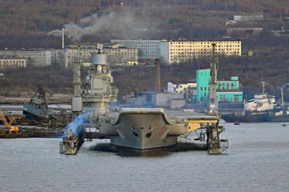 Russian_aircraft_carrier_Admiral_Kuznetsov_dry_dock