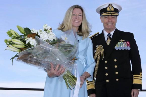 lançamento Hobart - madrinha e comandante da RAN - foto Marinha Australiana