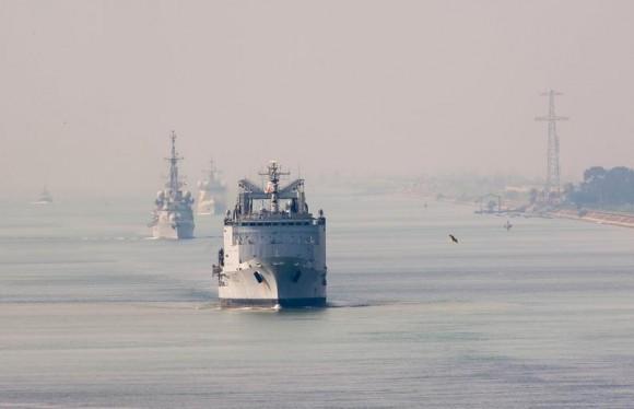 navios da comissão Arromanches em Suez - foto Min Def França