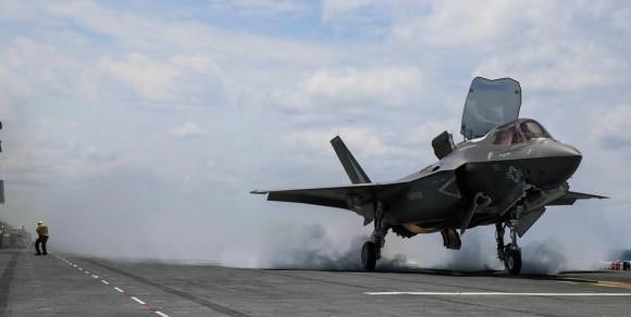 F-35B decola do USS Wasp - foto USMC