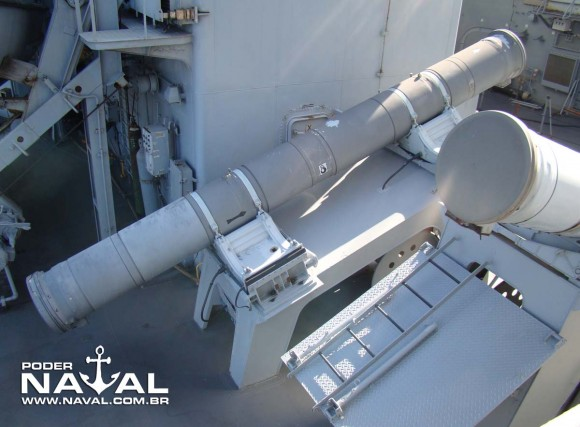 Lançadores de MM40 da corveta Jaceguai - foto Nunão - Poder Naval