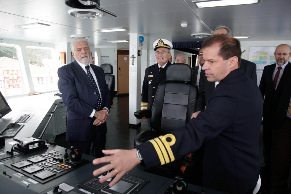 Ministro Jaques Wagner participa de cerimonial de recepção e visita ao Navio Hidroceanográfico Vital de Oliveira (NPqHo)