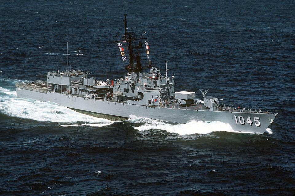 1280px-USS_DAVIDSON_(FF-1045)