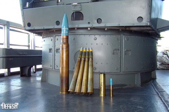 Parnaíba - munições 76mm - 40mm - 47mm salva - 20mm - foto 3 Nunão - Poder Naval - Forças de Defesa