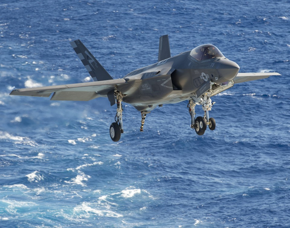 F-35C landing