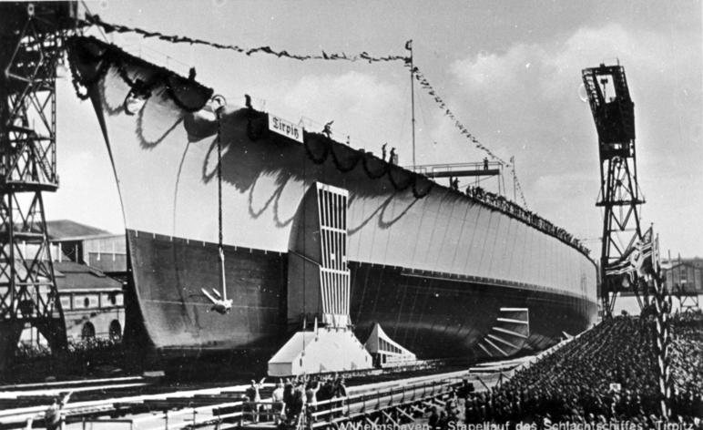 """Wilhelmshaven - Stapellauf des Schlachtschiffes """"Tirpitz"""""""