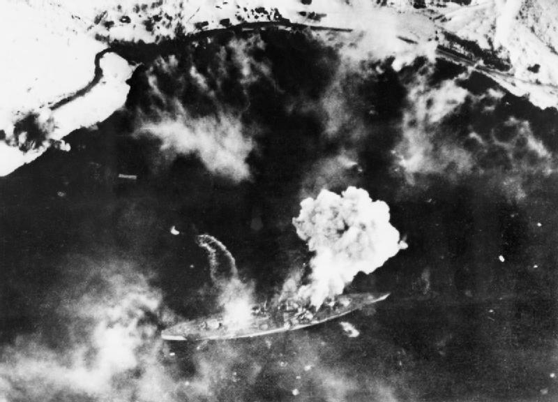 Tirpitz sob ataque aéreo britânico