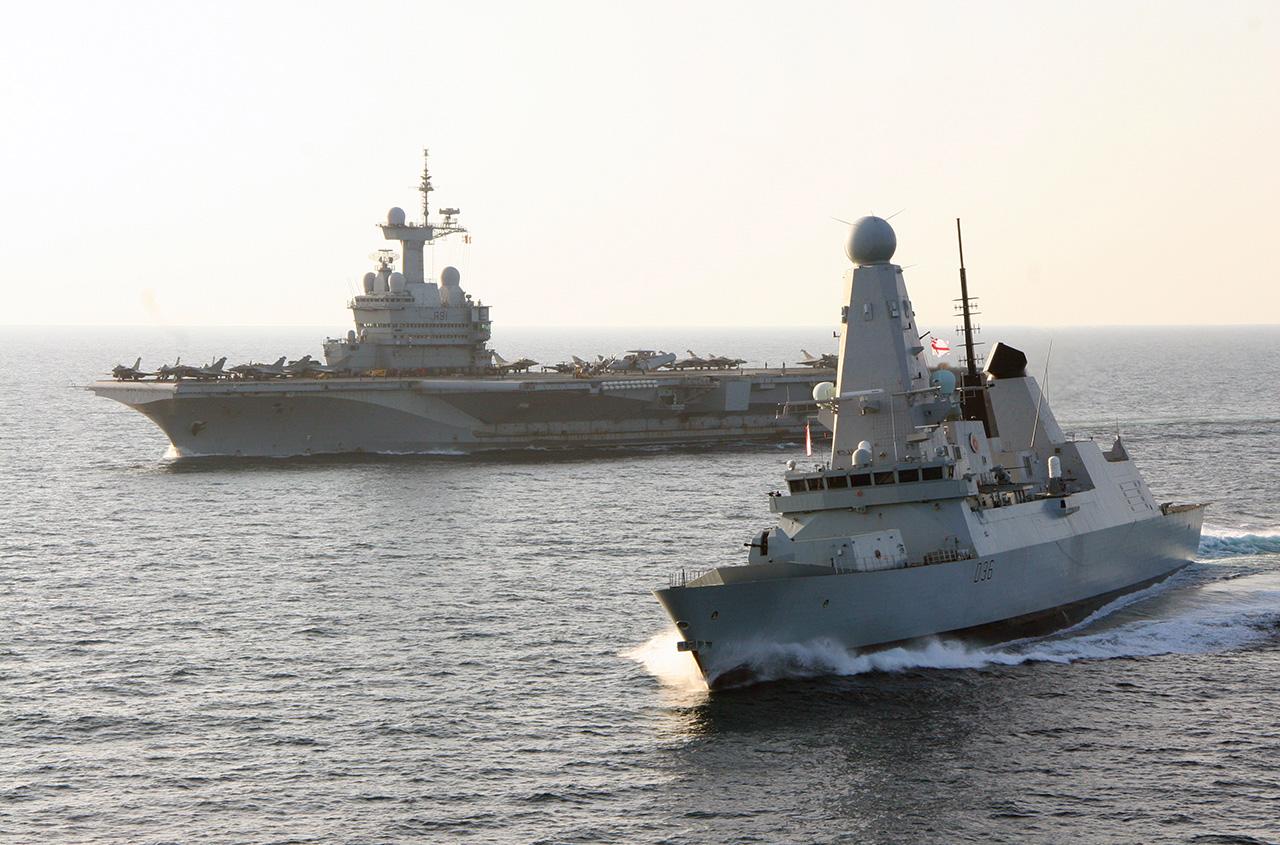 HMS Defender e PA Charles De Gaulle