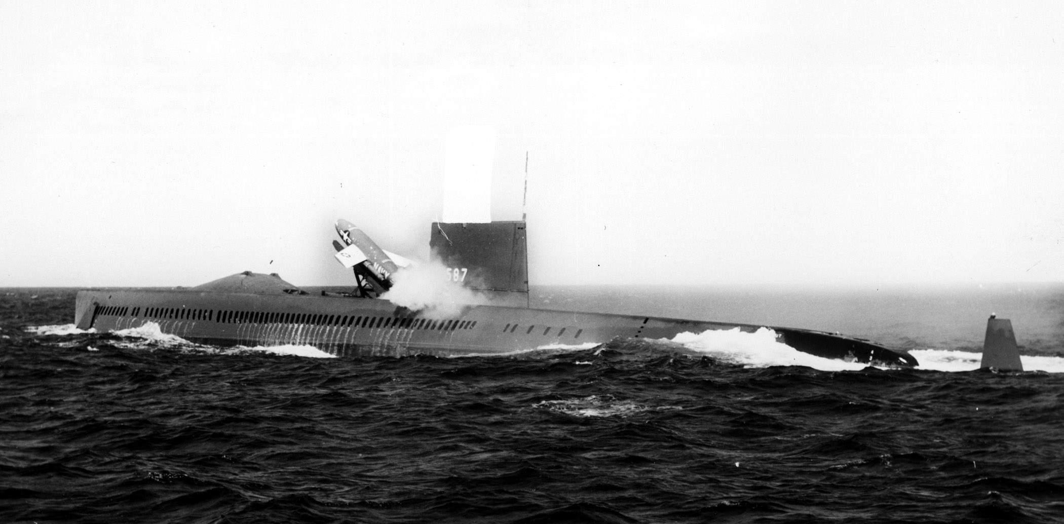 USS Halibut disparando míssil Regulus
