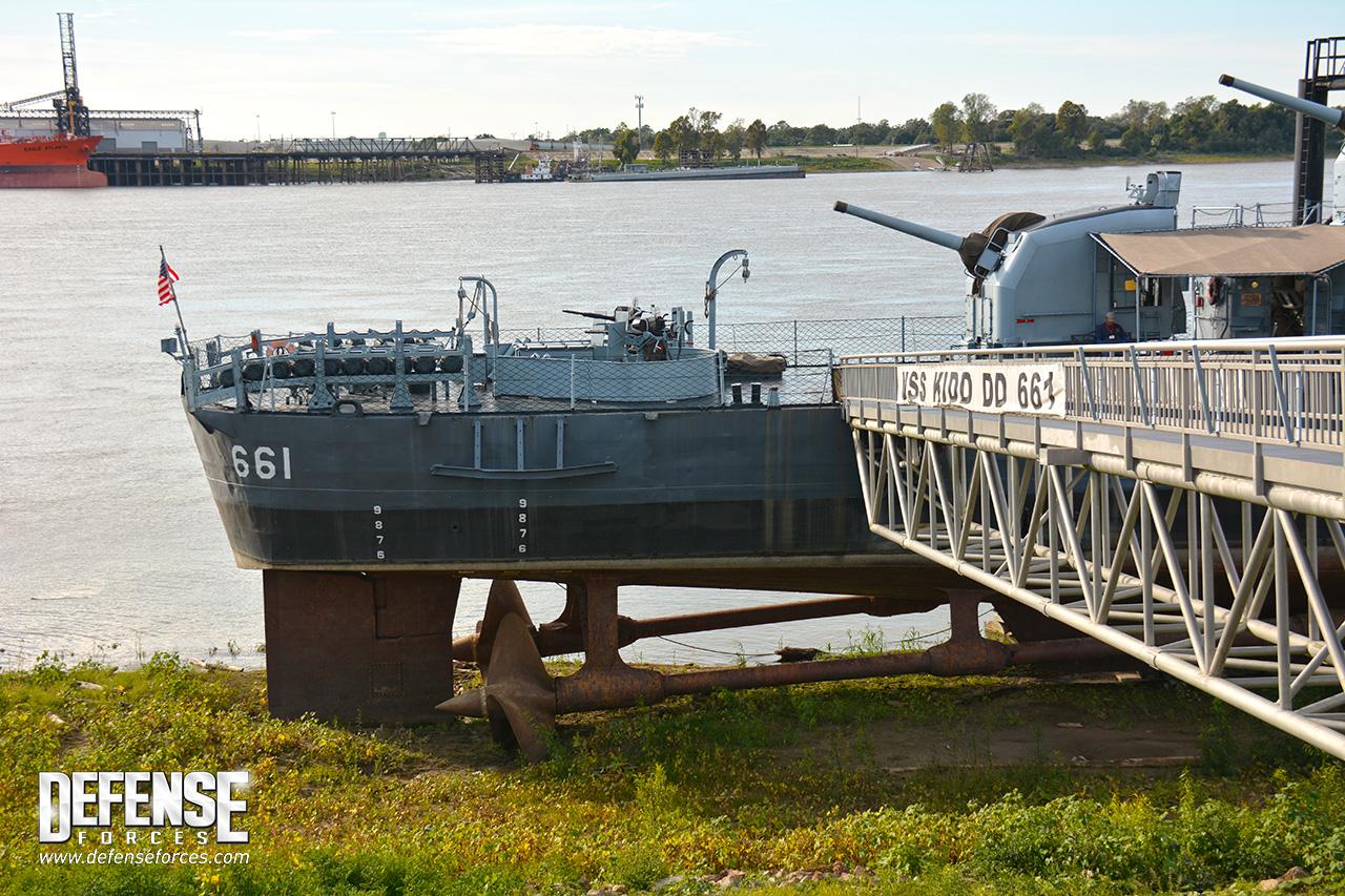 USS Kidd perfil - 1