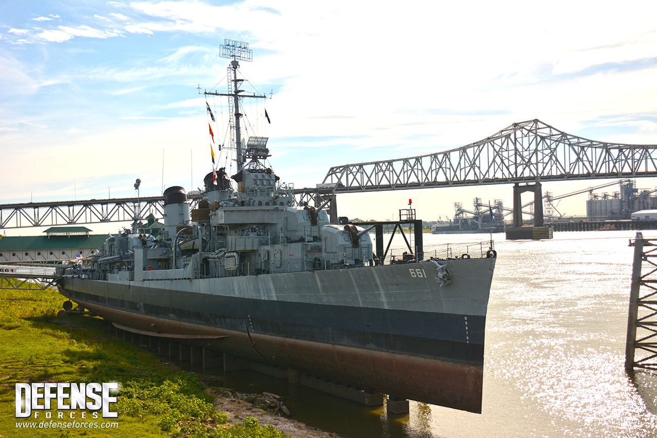 USS Kidd perfil - 11