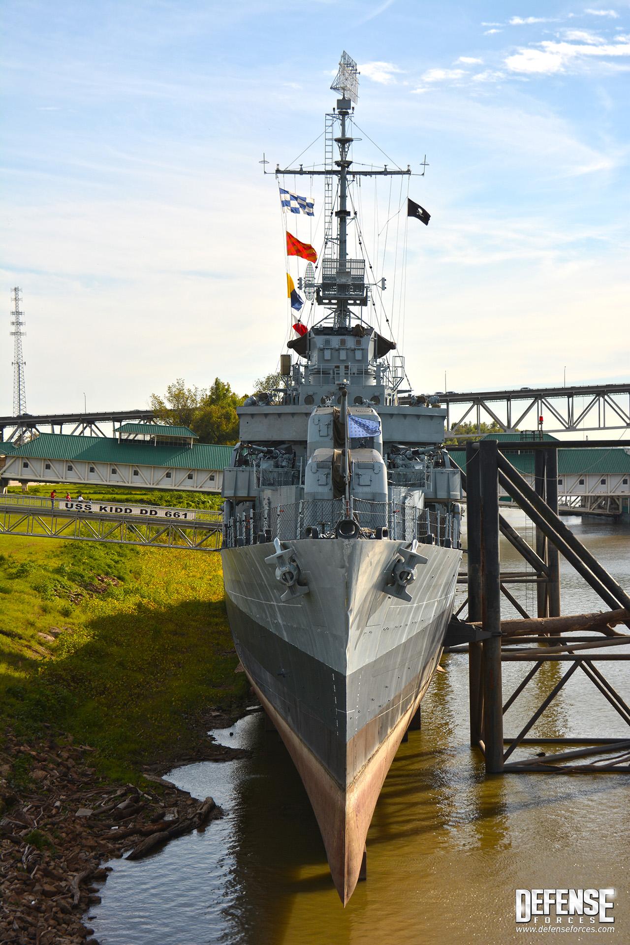 USS Kidd perfil - 12