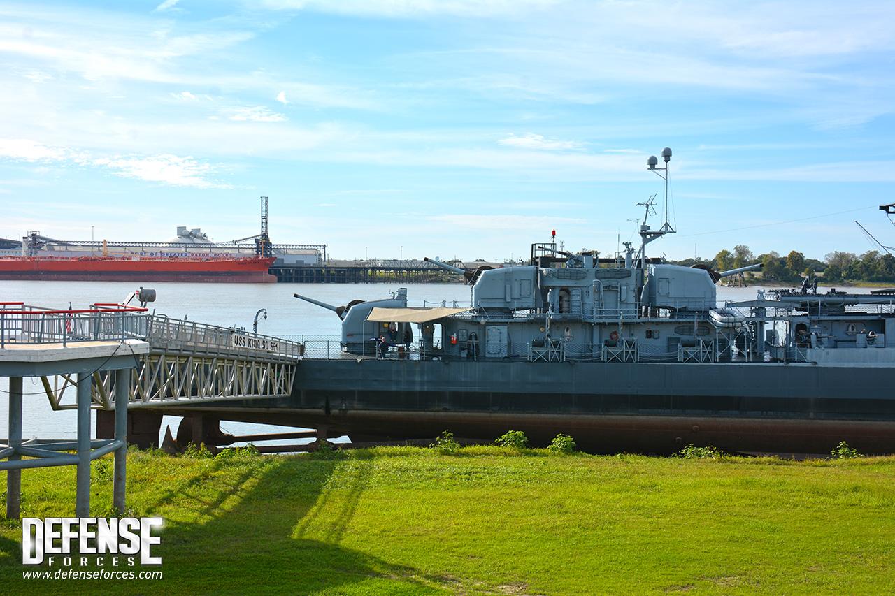 USS Kidd perfil - 2