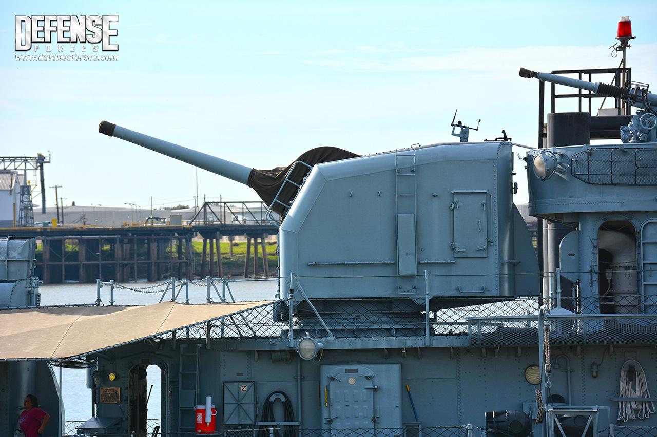 USS Kidd perfil - 3