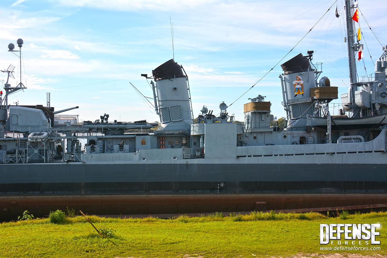 USS Kidd perfil - 6