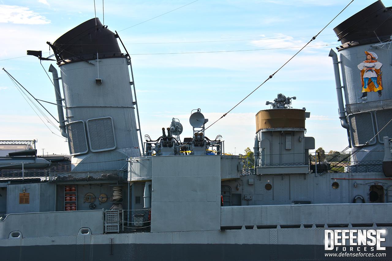 USS Kidd perfil - 7