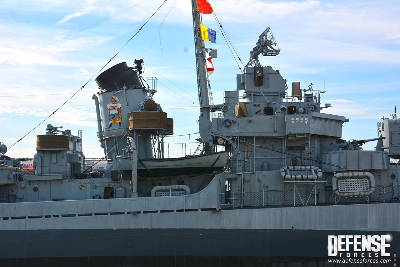 USS Kidd perfil - 9