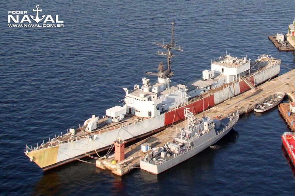 ex-D-30-Pernambuco-na-BNRJ-em-13-de-junho-de-2012-foto-Nunão-Poder-Naval