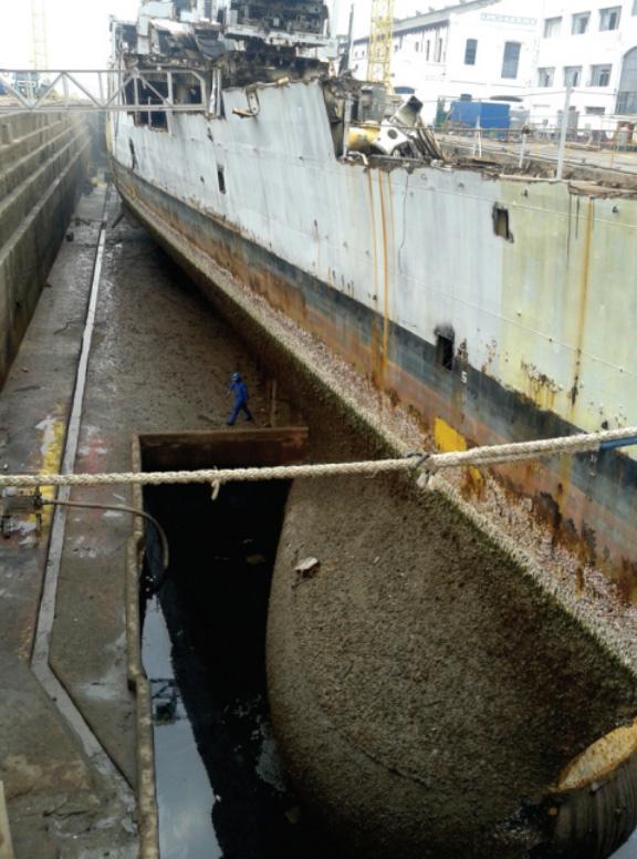 Domo alojado no fosso, que é destinado aos hélices das Fragatas Classe Niterói