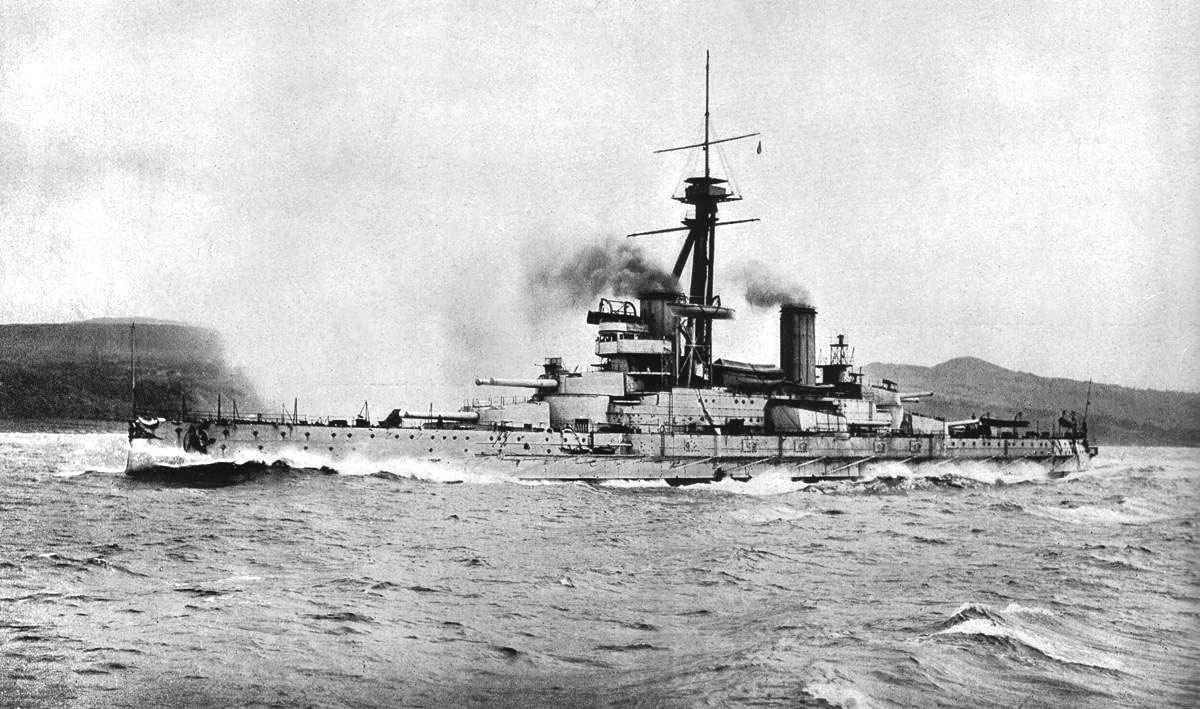 Brazilian_battleship_São_Paulo_trials