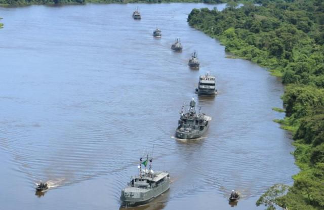 Operacao Celeiro 2016 - navios MB e lanchas EB - foto via 6 Distrito Naval - MB
