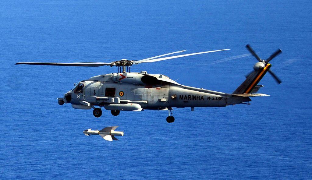 SH-16 Seahawk da MB, lançando míssil Penguin