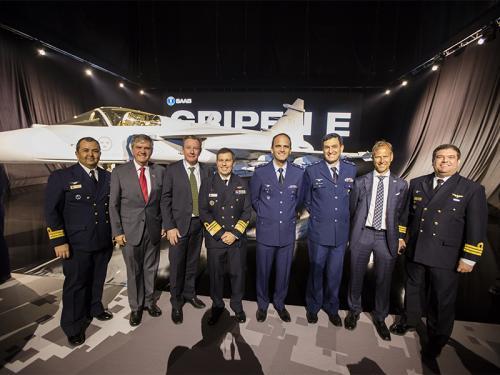 Comitiva MB na apresentacao do Gripen com FAB e Saab - foto via MB