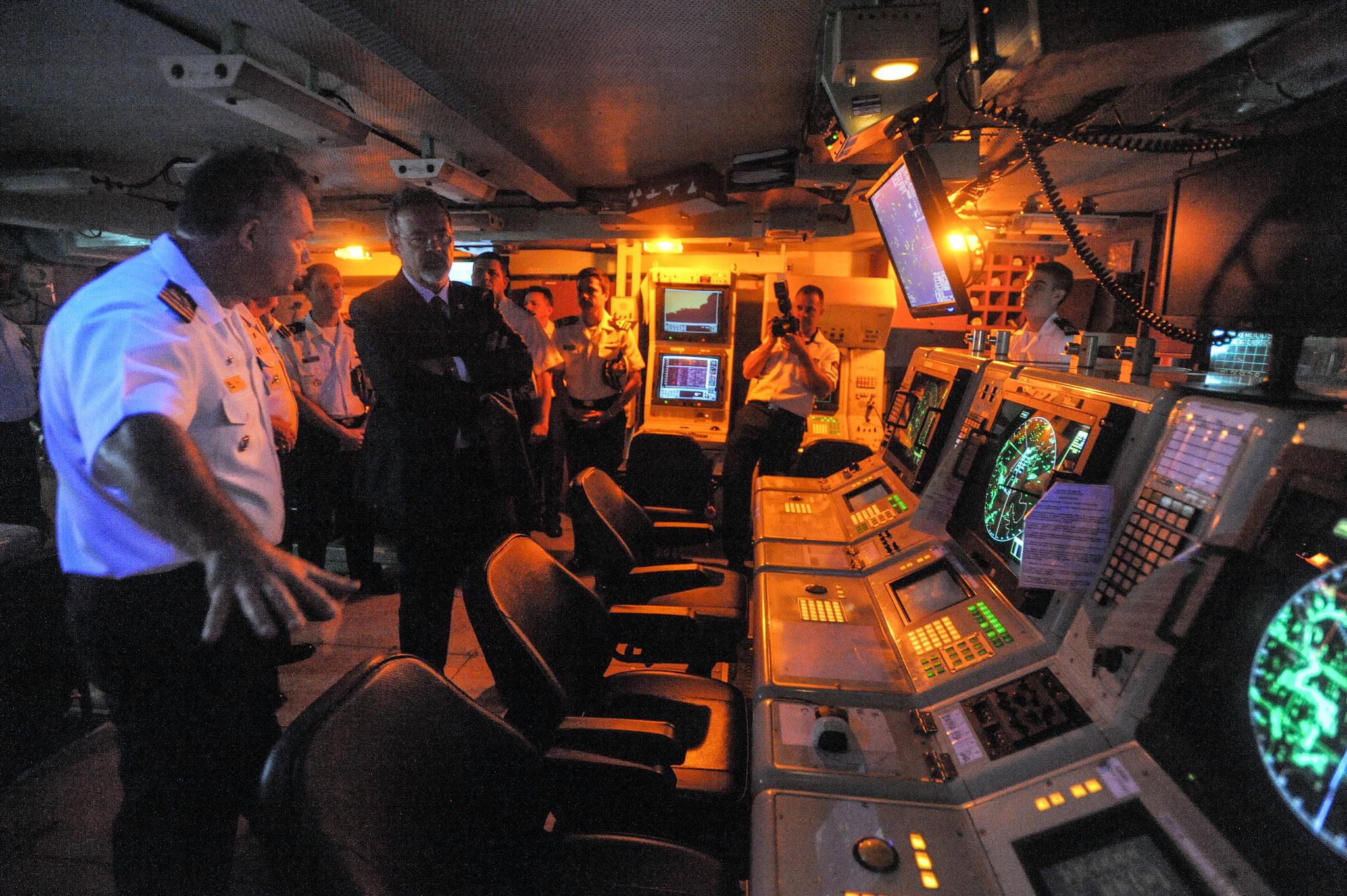O ministro também conheceu o Centro de Operações de Combate da fragata Constituição