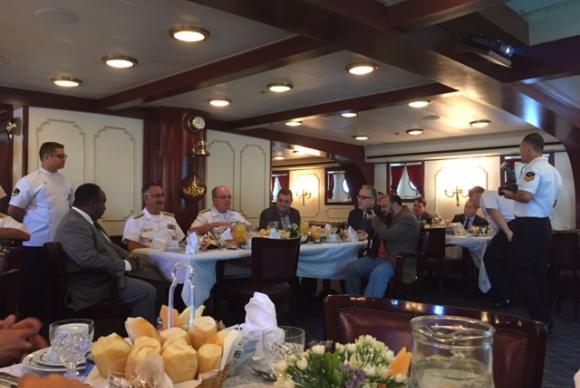 almirante LEAL a bordo do Cisne Branco