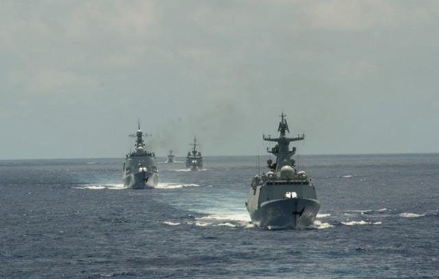 Navios chineses em manobras durante a RIMPAC 2016