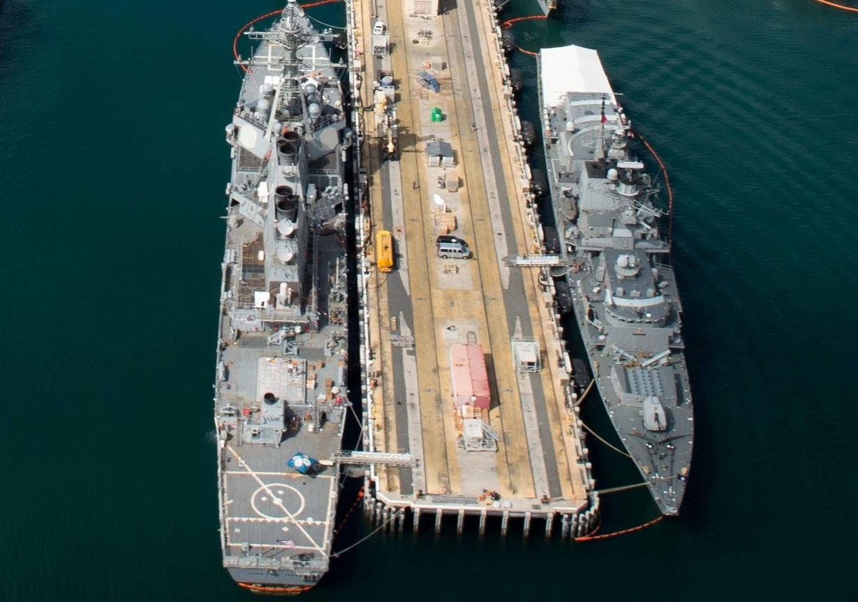 RIMPAC 2016 - navios atracados em Pearl Harbor - foto 2b USN