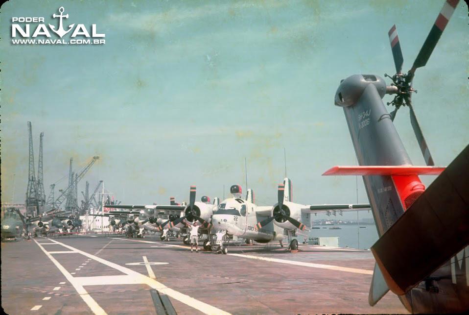 Aeronaves no convoo do NAeL Minas Gerais