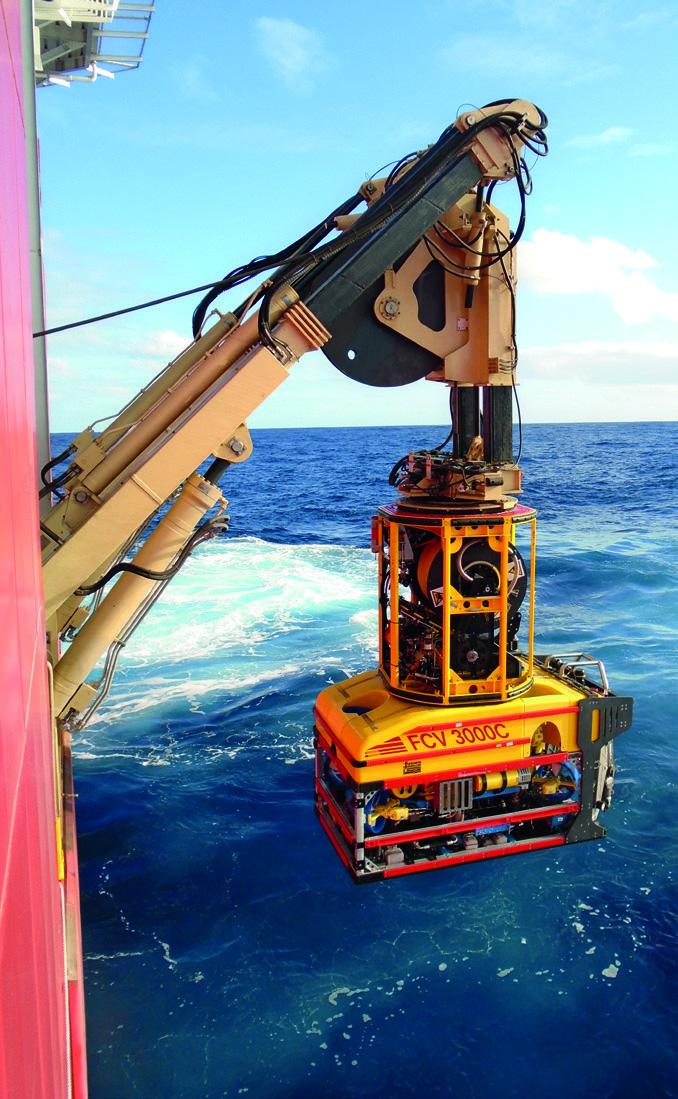 Fugro Aquarius lançando ROV