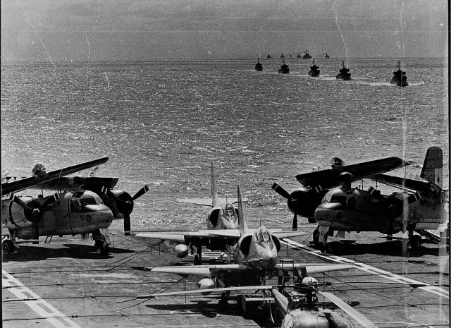 S-2 Tracker e A-4Q Skyhawk