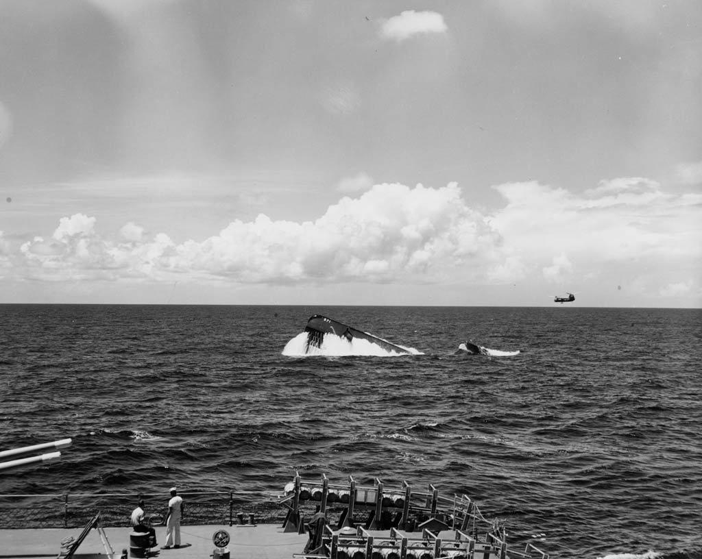 USS Nautilus emergindo durante exercício ASW