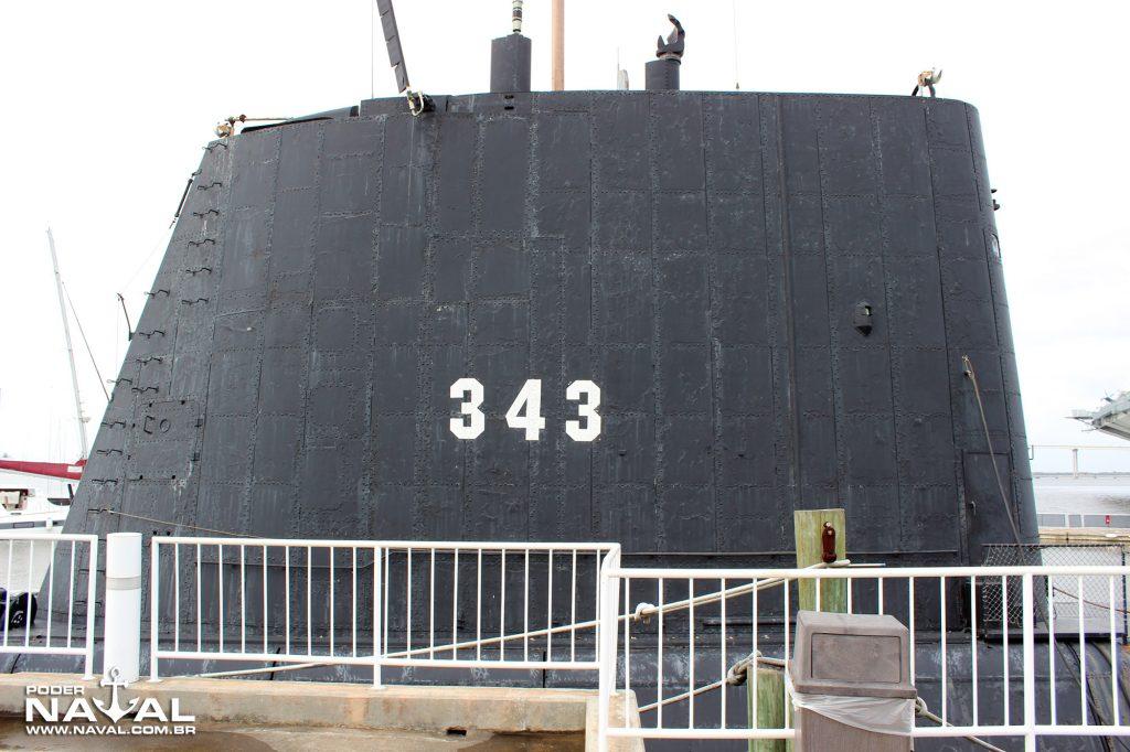 A vela do USS Clamagore na modernização GUPPY III
