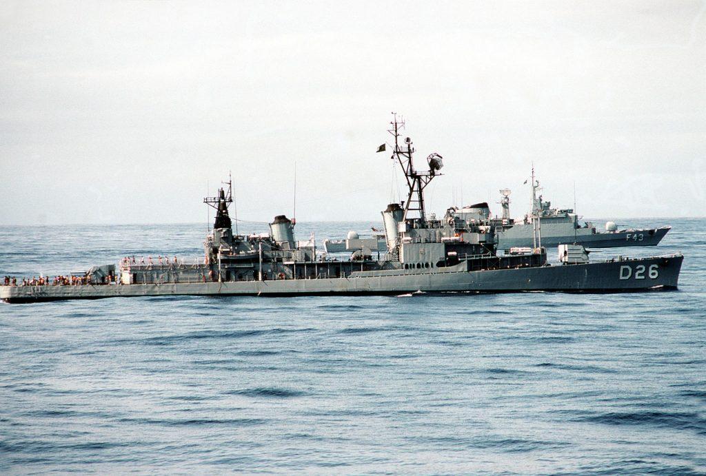 Contratorpedeiro Mariz e Barros D26 e fragata Liberal F43