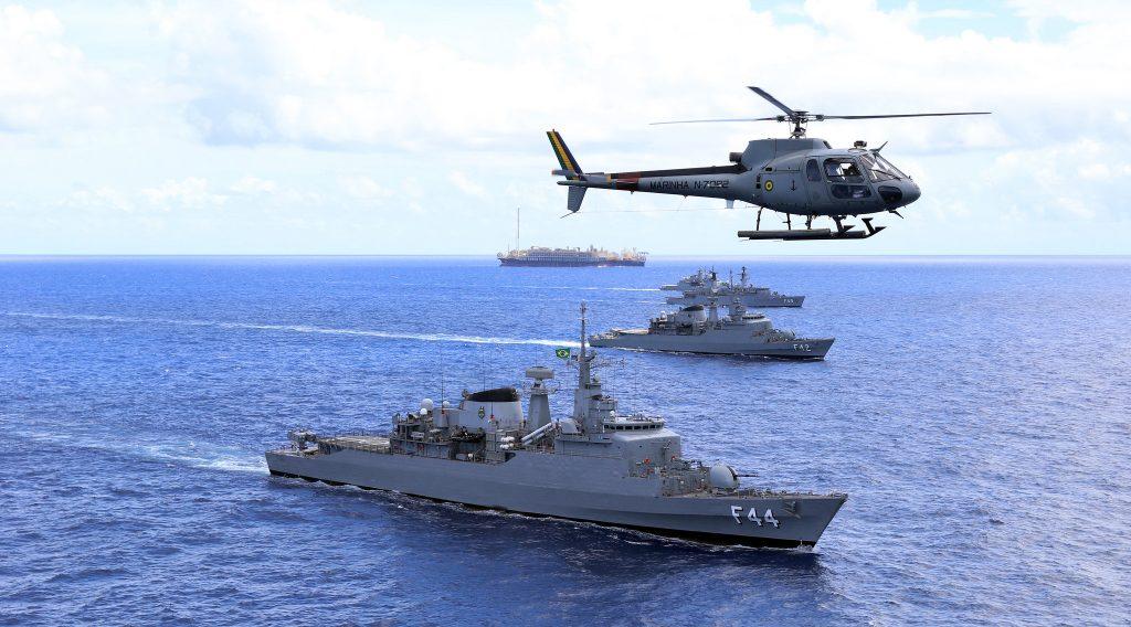 Navios da Esquadra em operação